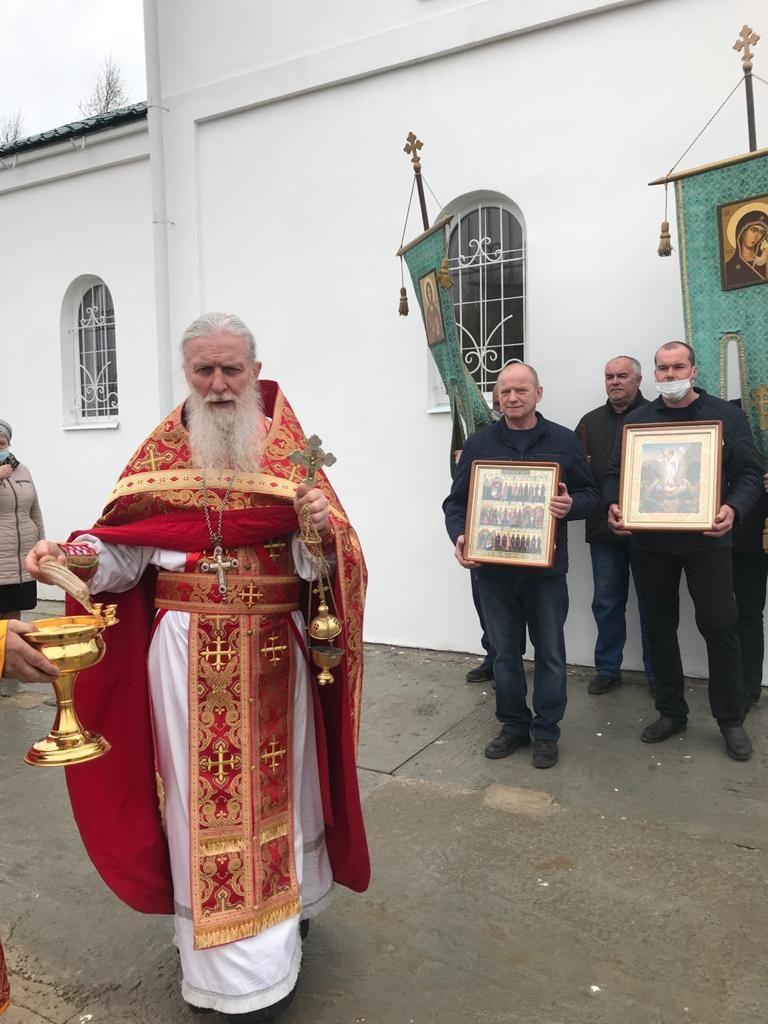 В церкви в честь Живоначальной Троицы д. Санталово Ржевского района отслужили Божественную Литургию