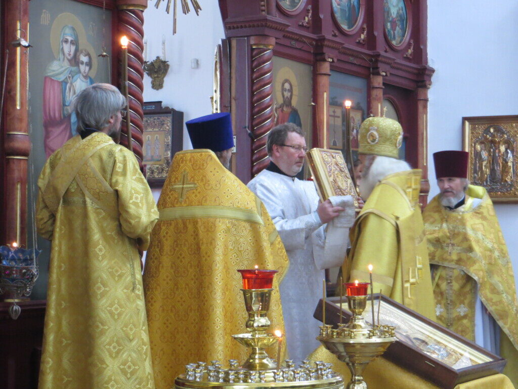 В предпразднство Воздвижения Честного и Животворящего Креста Господня